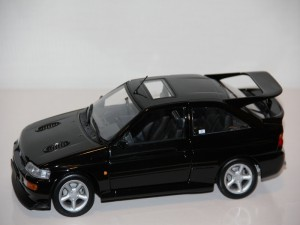 ford-escort-rs-cosworth-street-1992--minichamps-.jpg