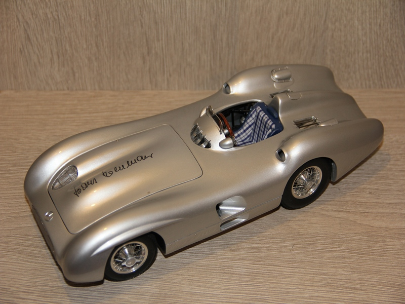 MERCEDES-BENZ W196R STROMLINIE S PODEPISEM ´HANS HERMANN´ 1954 (LIMIT 400KS)